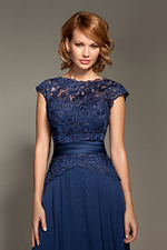 Caitlan close