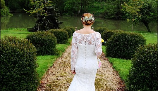 Barton bride heading down to the pond