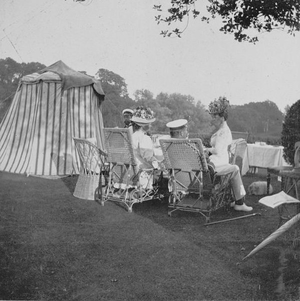 Tea Party at Barton hosted by the Prince and Princess of Wales, 1909