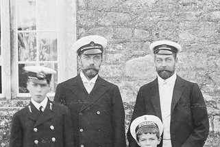 Tsar Nicholas II and his cousin George, Prince of Wales, 1909