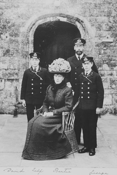 Prince and Princess of Wales (George and Victoria Mary) with Prince Edward and Prince Albert at Queen's Entrance, 1909