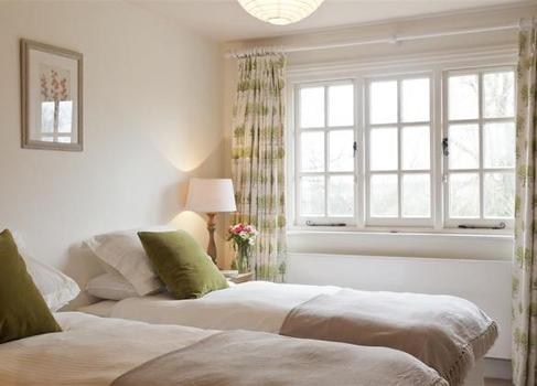 Barton Lake Cottage Twin Bedroom