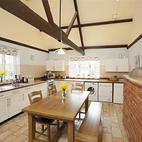 Barton Lake Cottage kitchen