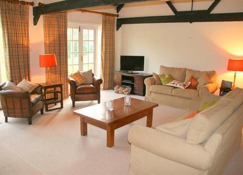 Barton Lake Cottage sitting room