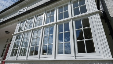 R9 Traditional style window