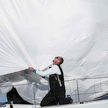 Foredeck spinnaker drop