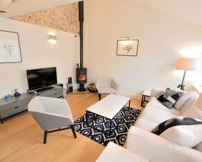 bixies-barn-sitting-room.jpg