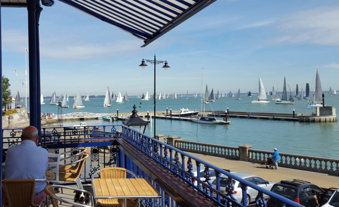 Royal London Yacht Club : Club Opening Hours
