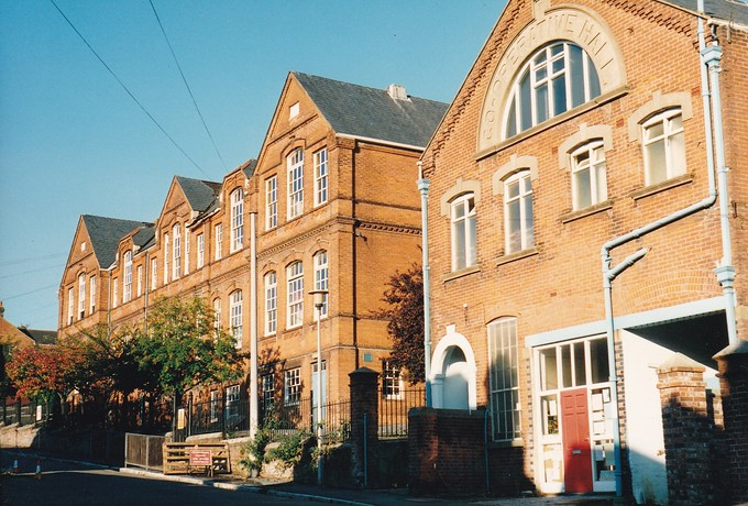 Denmark Road School and Co-operative Hall 1990.jpg