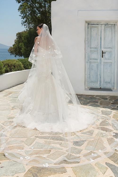 8915 dress and veil back.jpg