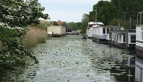 canal houseboats.jpg