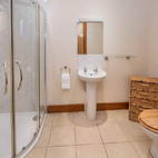 Mill Cottage downstairs double ensuite.JPG