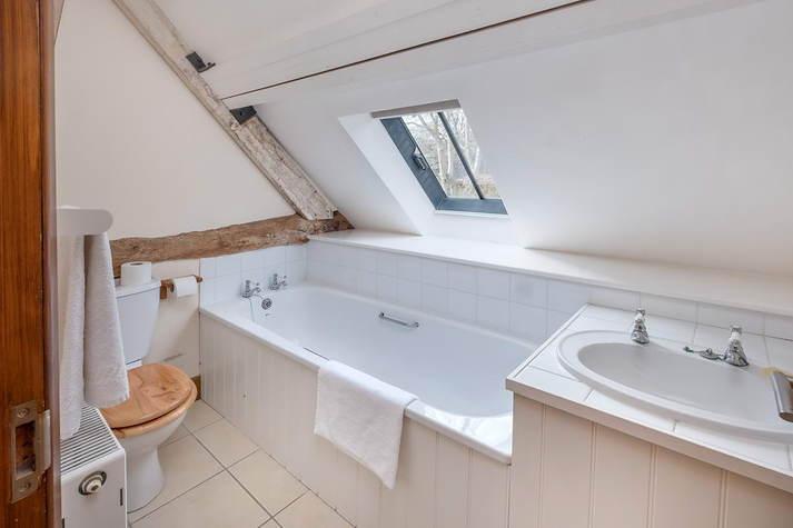 Kiln Cottage double room ensuite bath.JPG