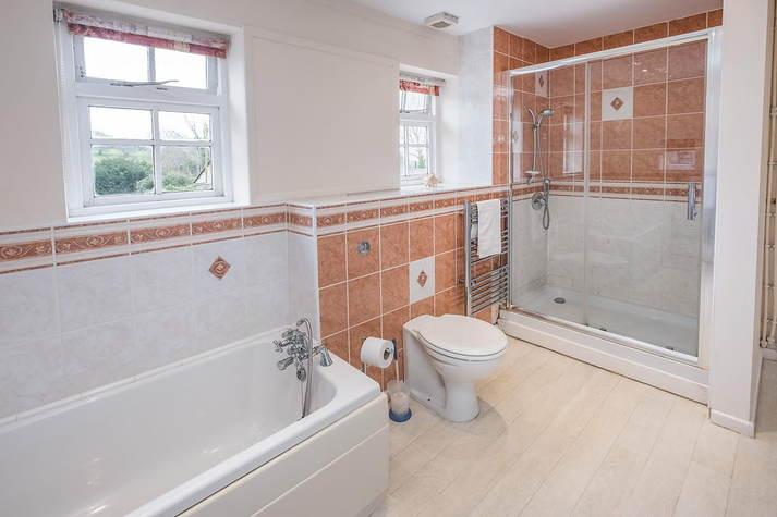 Farmhouse Cottage bathroom.JPG