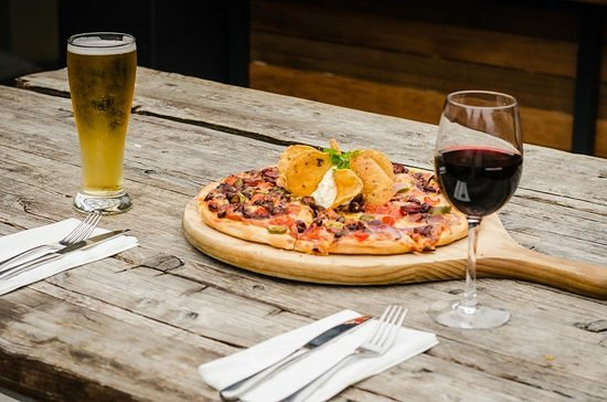 St Helier Yacht Club : Pizza Promotion and Music Night