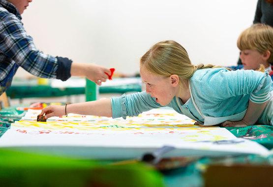 Girl-in-childrens-workshop_open-weekend_Chris-Ison-2019.jpg